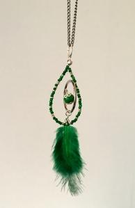 collier à plume vert 2 ©Pink Lemon Creations